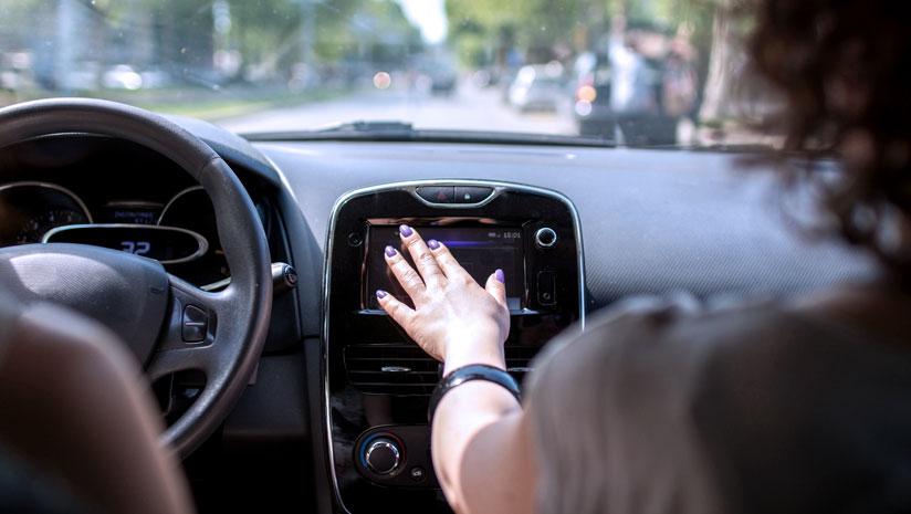 某家一级汽车软件提供商构建更智能的车载信息娱乐系统